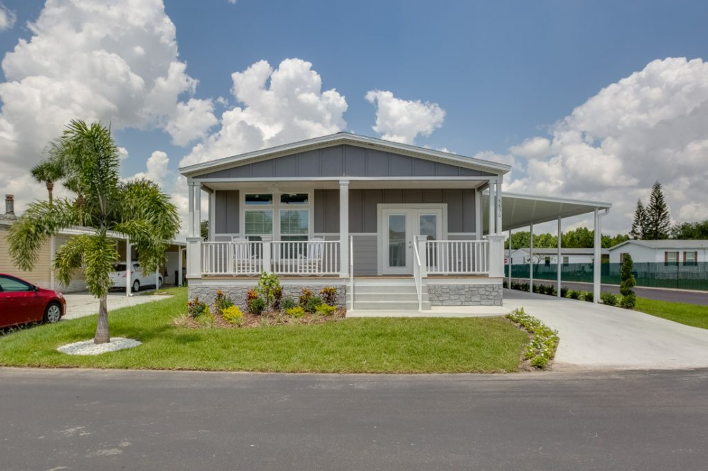 selling a mobile home exterior