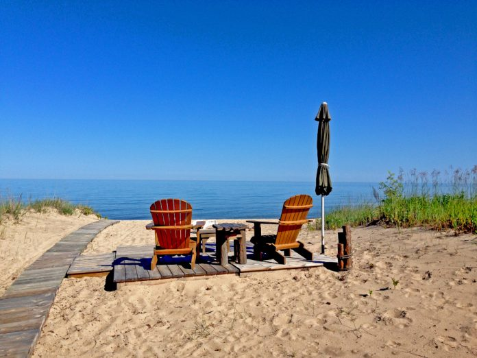 Beach chairs & umbrella top great lakes mobile home markets
