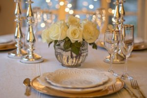 table setting manufactured home holiday party