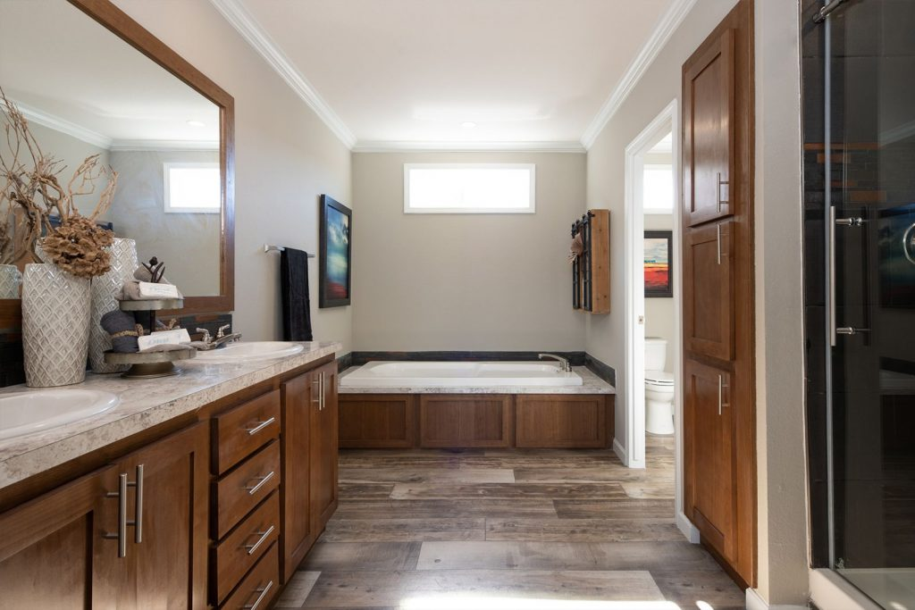 4 bedroom mobile home bathroom