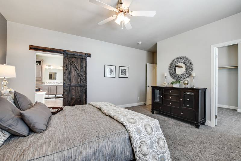 4 bedroom mobile home master bedroom